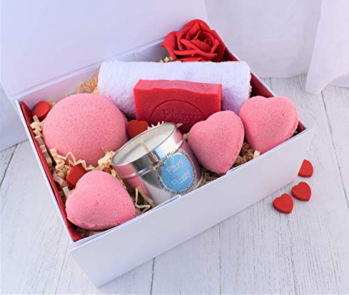 Luxury Love Heart Very Berry Gift Set. Bath Bombs, Soap, Candle. Handmade by Fizzy Fuzzy.